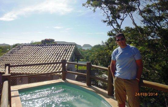 Pontal da Ferradura: Vista desde el Jacuzzi en una pequeña torre sobre la piscina. Atrás Ferradura.