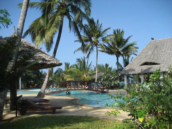 Uroa Bay Beach Resort : Piscine de l'hôlet