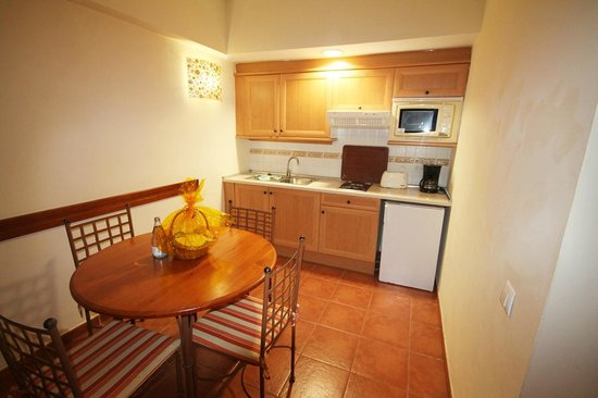 Hotel Isabel : kitchen area