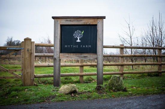 Mythe Farm B&B: Entrance - Keep going it is a long farm drive!