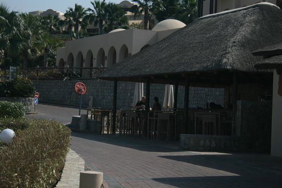 Cove Rotana Resort Ras Al Khaimah : Laguna Bay Pool Bar