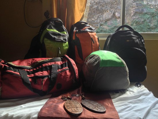 Mt. Tapyas Hotel : Our bags in the room
