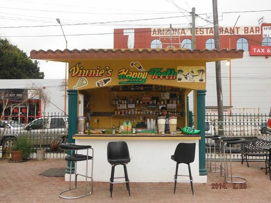 Nuevo Progreso, Mexico: Vinnie's Happy Teeth Bar
