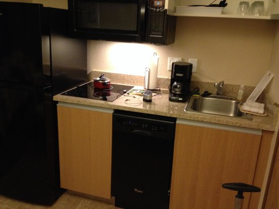 Hawthorn Suites by Wyndham Eagle CO: Dishwasher, fridge, microwave, stove