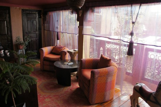 Riad Nomades: salon d'une suite