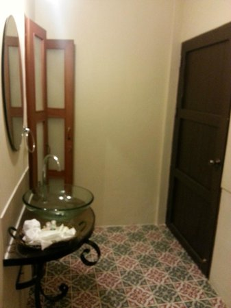 Siri Kamsan Hotel: room entry