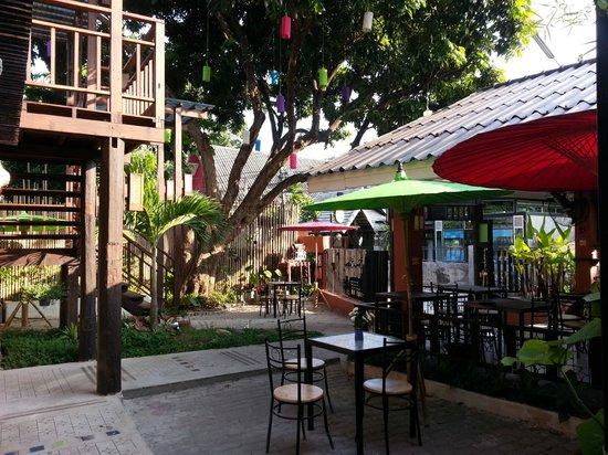 Siri Kamsan Hotel: Garden