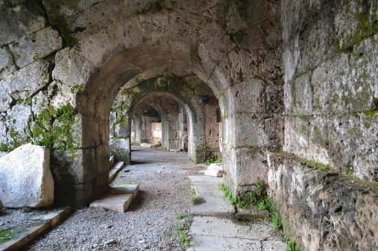 Greek Amphitheater: galeries