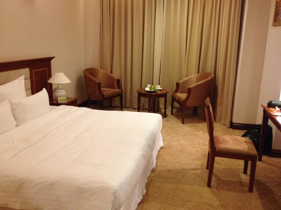 Tan Son Nhat Saigon Hotel: Room with fruits