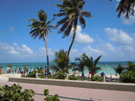 Hotel Casablanca: praia em frente ao hotel