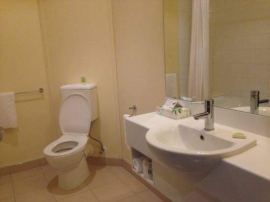 Heartland Hotel Auckland Airport: bathroom