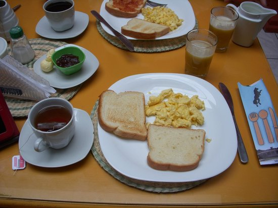 Hosteria San Carlos Tababela : Breakfast
