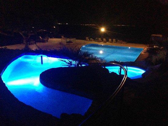 Barcelo Illetas Albatros: Vista nocturna de la piscina