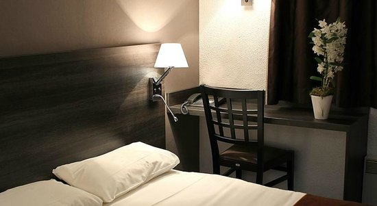 Hôtel balladins Geneve/Saint-Genis-Pouilly : chambre