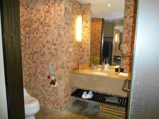 Narada Resort & Spa Liangzhu: Salle de bains