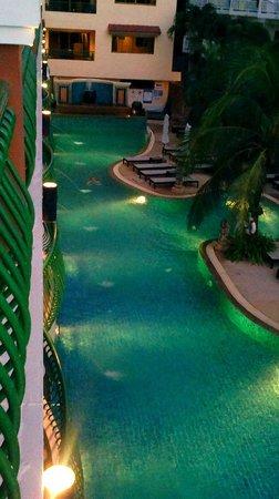 Karon Sea Sands Resort & Spa: вид с балкона