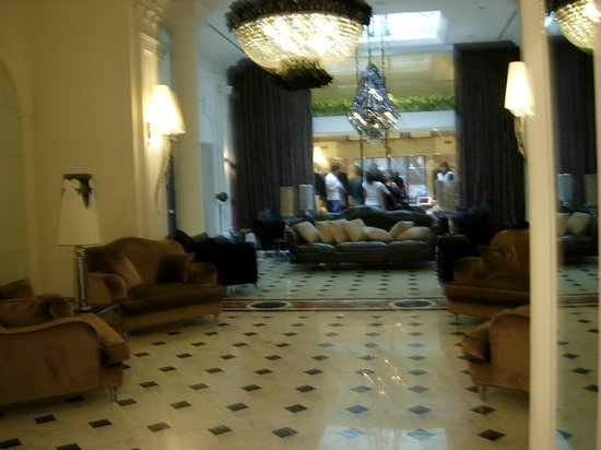 Leon's Place Hotel : Hall