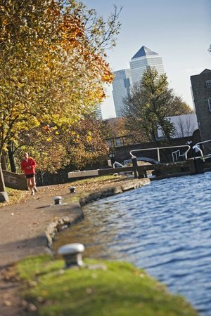Stay QM: Regent's Canal runs by the side of the accommodation