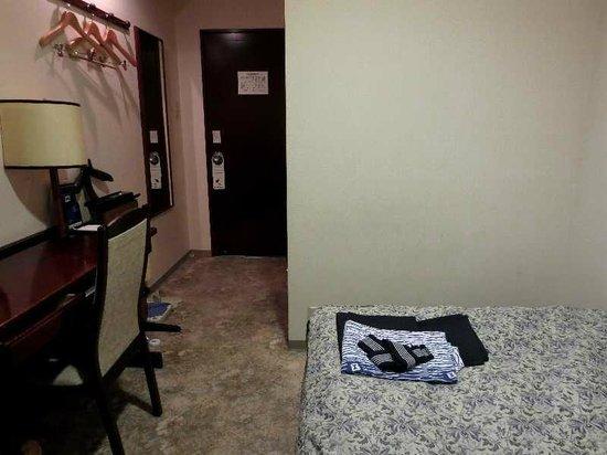 Hotel Paco Obihiro 2 : 5 シングル客室(ドア側)