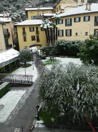 Residence La Limonera: Hotel grounds covered in snow