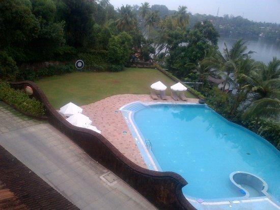 The Raviz Resort and Spa, Ashtamudi : Pool view