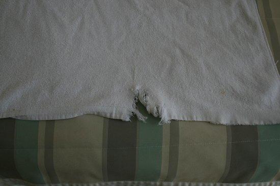 Bodrum Beach Resort : holes in towels