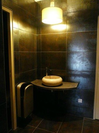 Inter-Hotel Le Garden Tours-Sud: Salle de bain