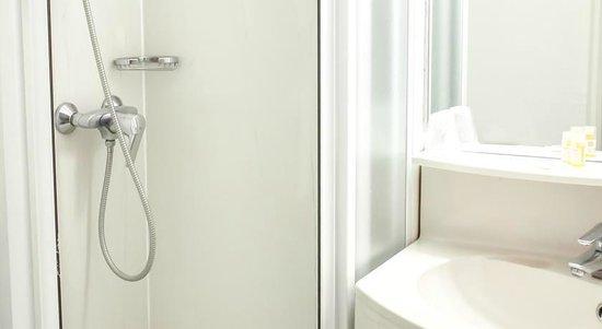 Hôtel balladins Geneve/Saint-Genis-Pouilly : salle de bain