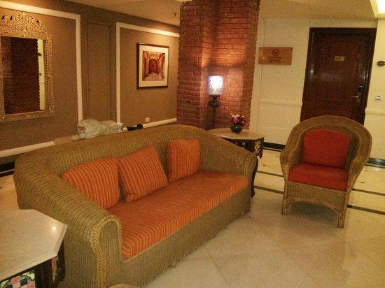ITC Rajputana, Jaipur: A side lobby