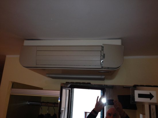 Hotel do Pozzi: Fan heater or Cooler not both