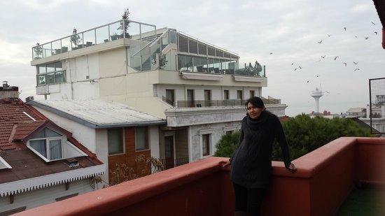Angel's Home Hotel: terraza amplia