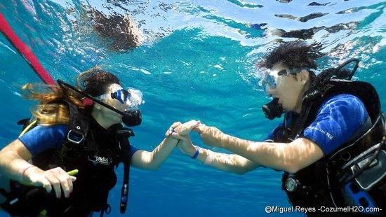 Cozumel H2O: she was screaming of excitement underwater, putting the ring on her