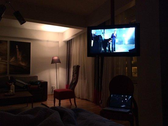 212 Istanbul Suites: TV