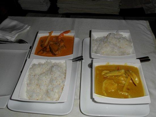 Oam Thong: Pato al curry rojo y pollo al curry amarillo