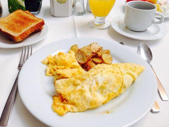 Suites Colonial: Frühstück