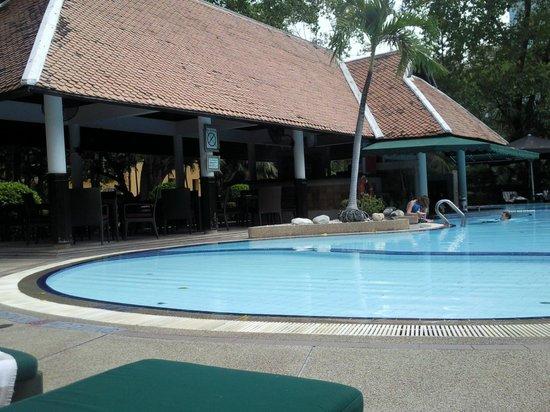 Royal Orchid Sheraton Hotel & Towers : Второй бассейн
