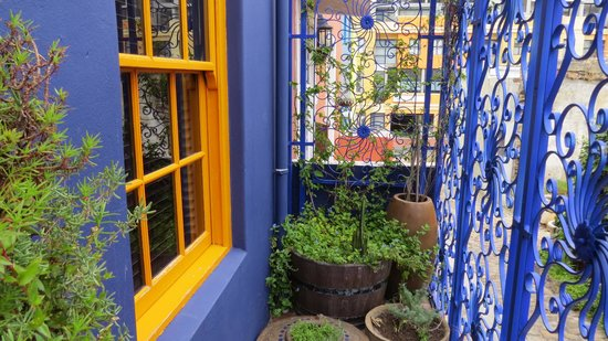La Rose Bed & Breakfast : Beautiful details from the purple house