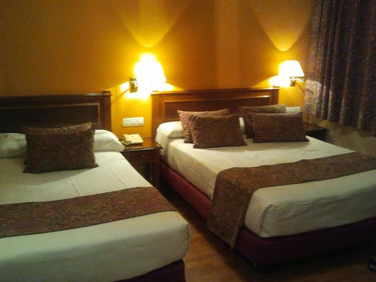 Hotel Comfort Dauro 2: Habitación Cama de matrimonio y cama adicional
