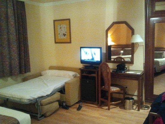 Hotel Comfort Dauro 2: Habitación, cama supletoria