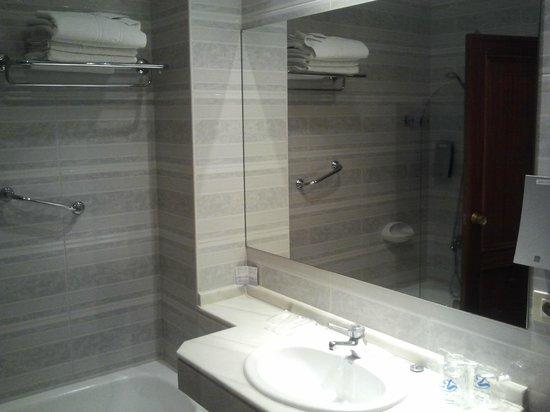 Hotel Comfort Dauro 2 : Cuarto de baño, detalle lavabo