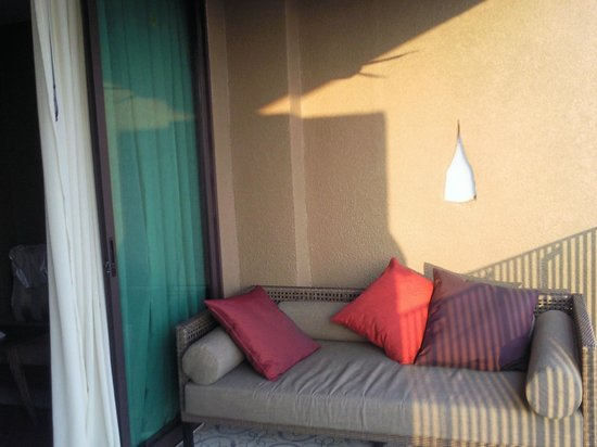 Sunsuri Phuket: балкон в номере