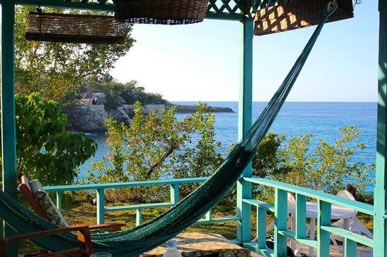 Citronella : Porch of the Cave House