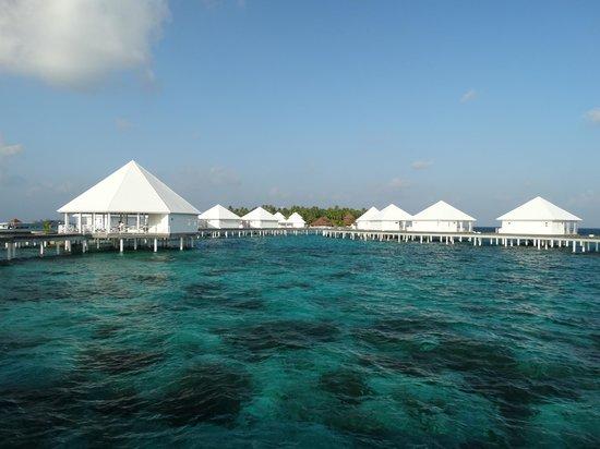 Diamonds Thudufushi : vue coté île suite pilotis 22