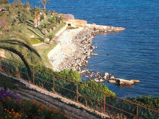 Mellieha Bay Hotel: Rocky beach next to sandy beach