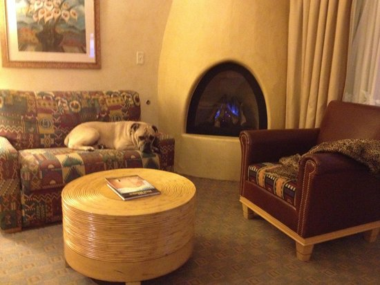 Hilton Santa Fe Buffalo Thunder: Travelin' Jack Relaxing by the Fireplace