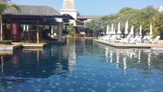 Phuket Kata Resort: Den underbara poolen :-)