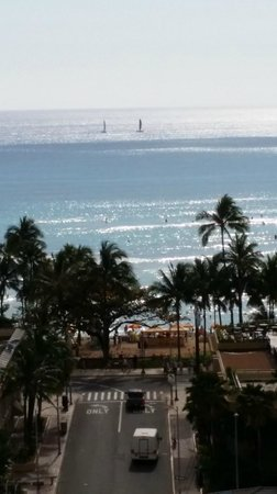 Vive Hotel Waikiki : This was the view from our room window!!