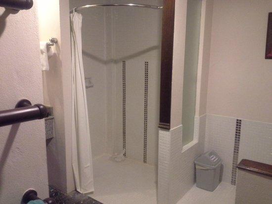 Phuket Kata Resort: Duschen