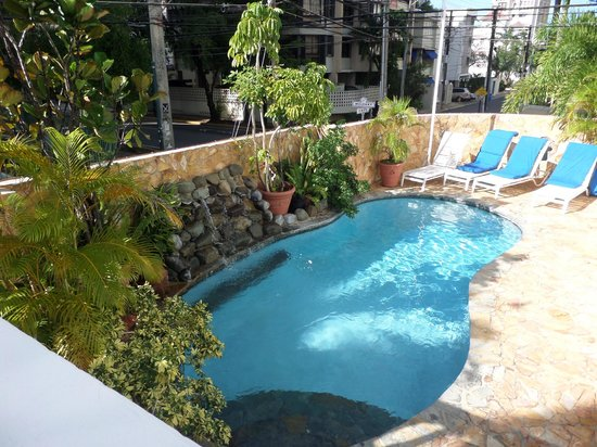 At Wind Chimes Boutique Hotel : Pool, just big enough to lay beside and take a quick dip