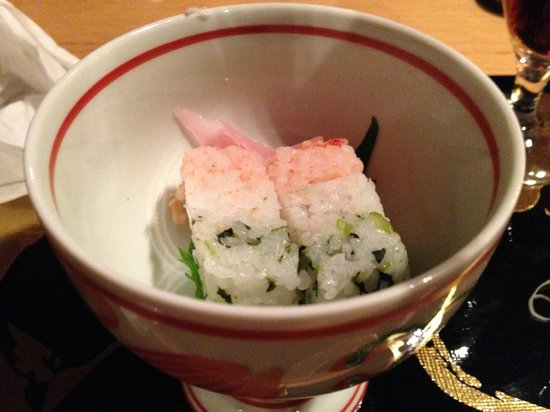 Yanmo Omotesando: 三色寿司